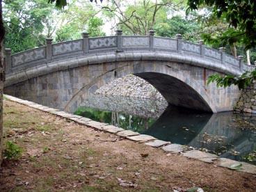 pont Blanc au-dessus de la rivière de Jade, site historique de Lam Kinh (capitale Royale Indigo) ou Tay Kinh (capitale Royale de l'Ouest)(Xuân Lam, Tho Xuan, Thanh Hoa)